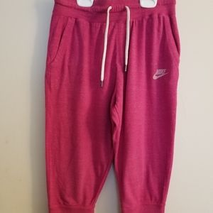 Nike Pull On Capri Sweat Pants